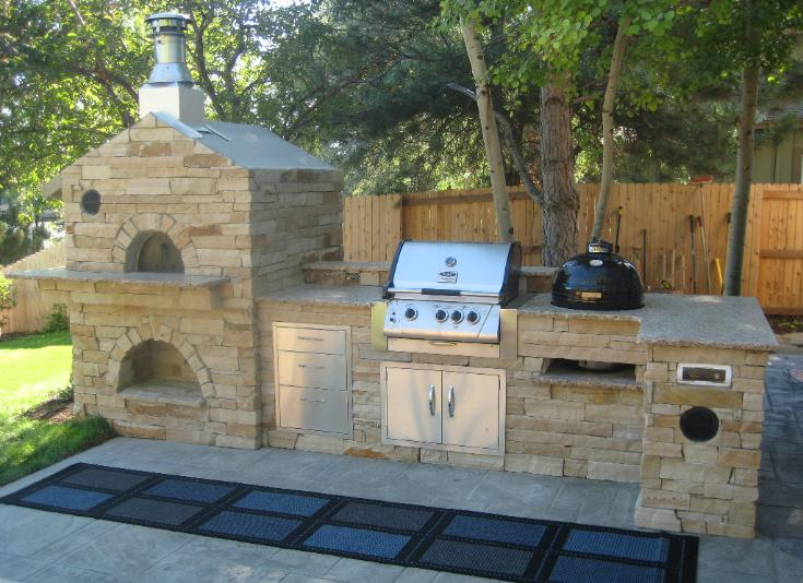 outdoor kitchen grill and pizza oven